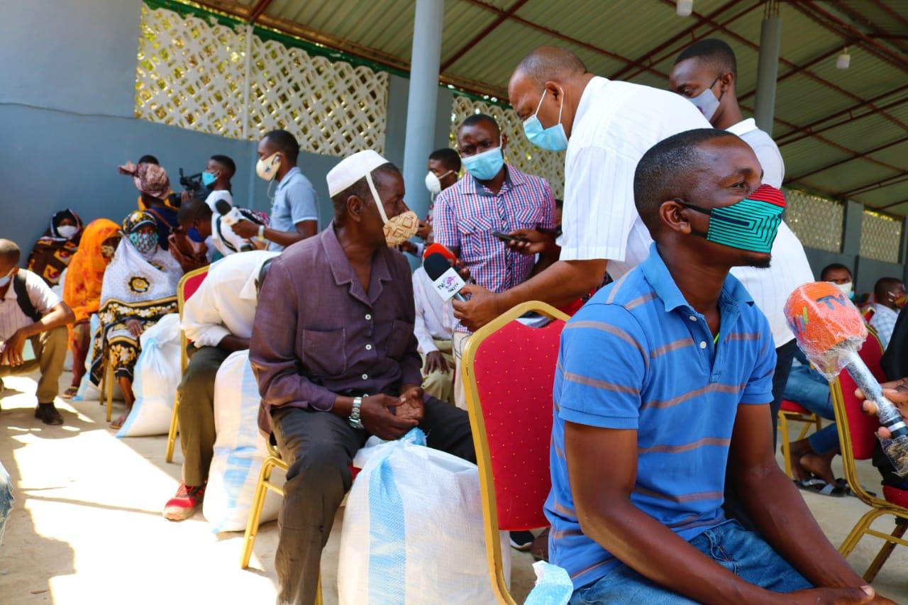Cerca de 250 famílias deslocadas recebem produtos alimentares