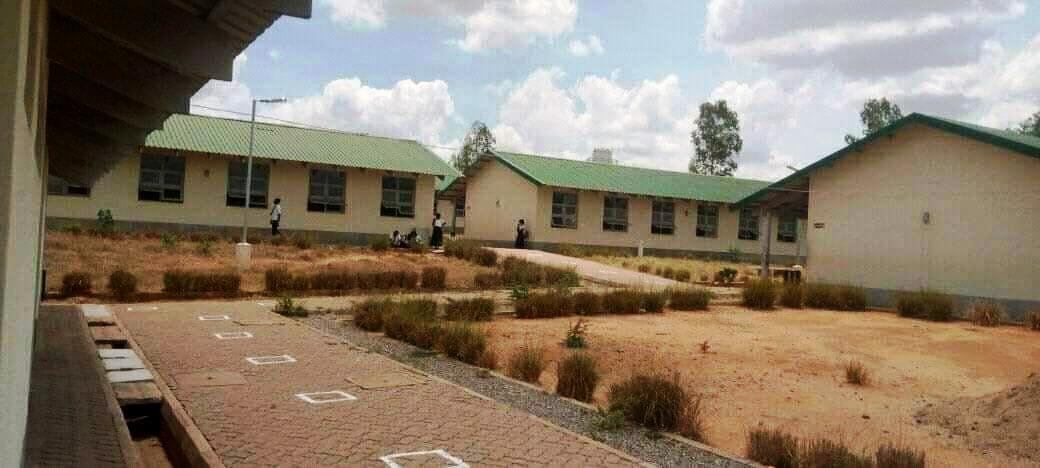SERNIC em Nampula desactiva venda de ferros roubados, na Escola Secundária de Teacane.